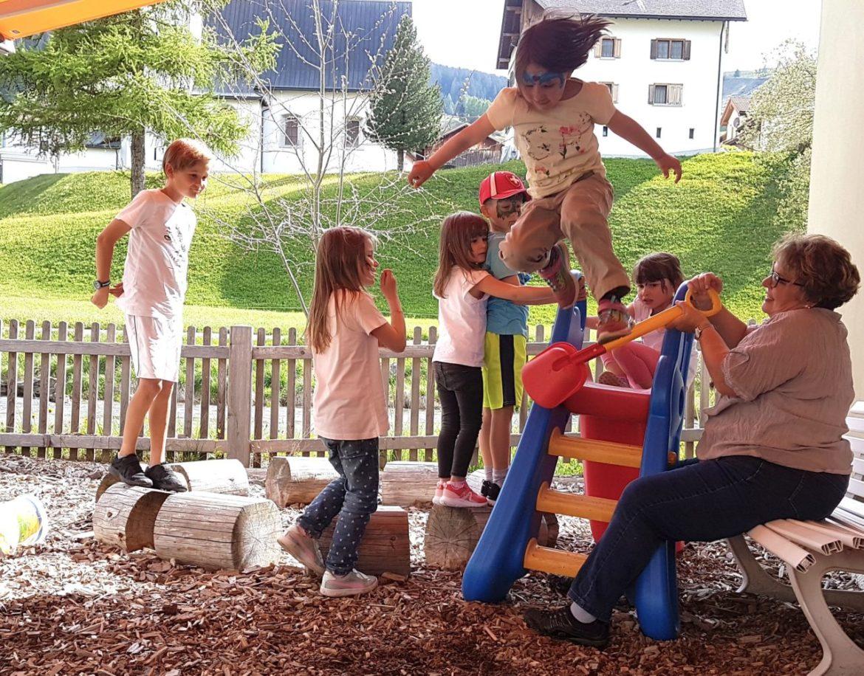 4_Frühlingsfest_springen.jpg